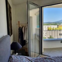 chambre vue sur montagne dans residence avant scene le petit marquisat a Annecy