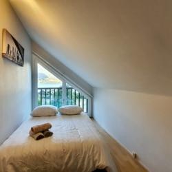 vue chambre 2 sur montagne et lac Annecy