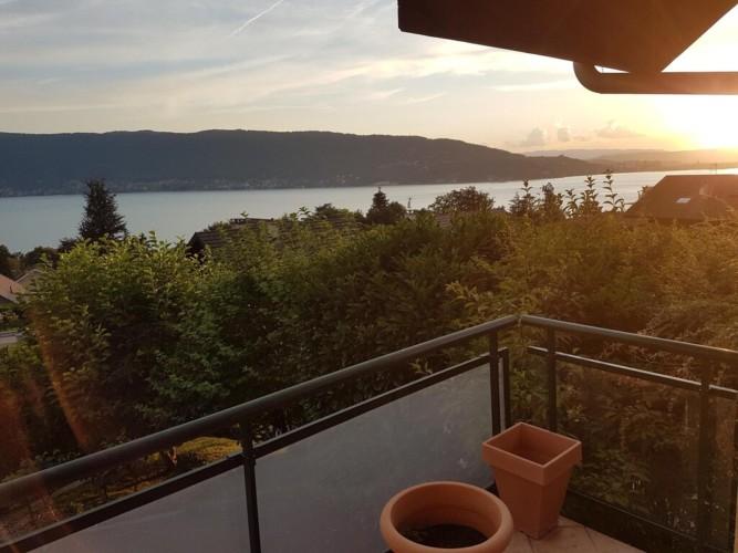 Balcon vue lac et montagne veyrier du lac