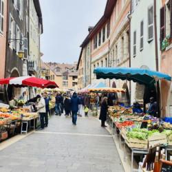 un marché proche rue Jean Jacques rousseau annecy