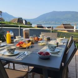 terrasse table petit dejeuner