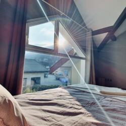vue lit master room maison sevrier